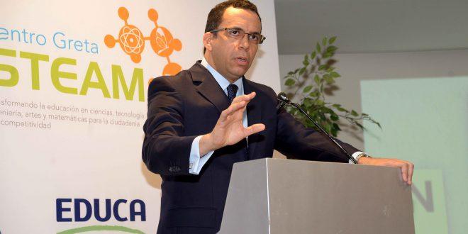 Andrés Navarro ratifica compromiso con mejora de condiciones laborales del magisterio.