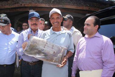 VS199. Danilo respalda proyecto apícola en Dajabón, instruye soluciones para Restauración.